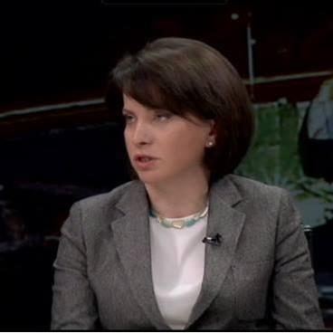 """ინტერვიუ ევროკავშირის ეკონომიკის დოქტორ, ნათია კუტივაძესთან  ,,კავშირგაბმულობისა და ფოსტის შესახებ'' კანონი 2005 წელს ძალადაკარგულად გამოცხადდა, ამავე წელს საქართველოს პარლამენტს დაევალა """"კომუნიკაციების შესახებ"""" საქართველოს კანონის ამოქმედებიდან 6 თვის ვადაში """"ფოსტის შესახებ"""" კანონის მიღება. მოგვიანებით ამ ვადამ რამდენჯერმე გადაიწია და კანონის მიღება დღემდე ვერ მოხერხდა. გარდა ამისა, დარღვეულია ასოცირების დღის წესრიგის სამოქმედო გემით გათვალისწინებული ვადები, რომლის მიხედვითაც საქართველოს მთავრობამ აიღო ვალდებულება, რომ 2016 წლის ბოლოსათვის მოამზადებდა ,,ფოსტის შესახებ'' კანონპროექტს.  რა მდგომარეობაა ამჟამად საფოსტო ბაზარზე ქვეყანაში და როგორ ვითარდებოდა პროცესები, ამ თემებზე eugeorgia.info-სთან ინტერვიუში ევროკავშირის ეკონომიკის დოქტორი, ნათია კუტივაძე საუბრობს. როგორ ვითარდება საქართველოს საფოსტო ბაზარი, როგორ შეაფასებდით ბაზარზე არსებულ მდგომარეობას და ბოლო წლებში განხორციელებულ ცვლილებებს? საქართველოში საფოსტო ბაზრის რეგულირების გადაწყვეტილებები ხასიათდება ერთი მხრივ - არათანმიმდევრულობით, და მეორე მხრივ - კვალიფიციური გადაწყვეტილების მიღების სერიოზული დეფიციტით. დამოუკიდებლობის მოპოვების შემდეგ საქართველო მსოფლიო საფოსტო კავშირს მალევე – 1993 წელს მიუერთდა, რის შედეგადაც ქვეყანამ აიღო ვალდებულება, უზრუნველეყო ქვეყნის მოქალაქეები ,,უნივერსალური საფოსტო მომსახურებით''. საფოსტო მომსახურების სფეროს რეგულირების მიზნით საქართველოს პარლამენტმა 1999 წელს მიიღო კანონი ,,კავშირგაბმულობისა და ფოსტის შესახებ"""". საქართველოში საფოსტო მომსახურების ბაზრის ლიბერალიზაცია 2003 წელს დაიწყო და 2005 წელს დასრულდა. შედეგად, 2005 წელს ძალადაკარგულად იქნა ცნობილი ,,კავშირგაბმულობისა და ფოსტის შესახებ'' კანონი. კანონმდებელმა ასევე გაითვალისწინა ,,ფოსტის შესახებ'' კანონის მიღება, რომელსაც უნდა უზრუნველეყო  საფოსტო მომსახურების ბაზრის მარეგულირებელი კანონმდებლობის შესაბამისობა ლიბერალიზებული საფოსტო მომსახურების ბაზრის შესაბამის რეგულაციებთან. კერძოდ, საქართველოს პარლამენტს დაევალა """"კომუნიკაციების შესახებ"""" საქართველოს კანონის ამოქმედებიდან 6 თვის ვადაში """"ფოსტის შესახებ"""" საქართველოს კანონი"""
